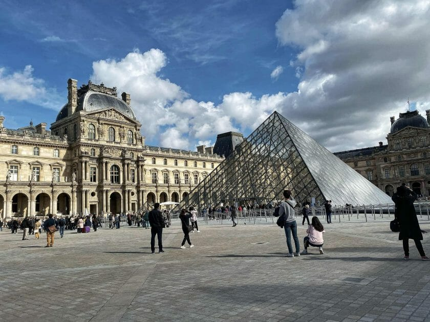 crowds outside the Louvre